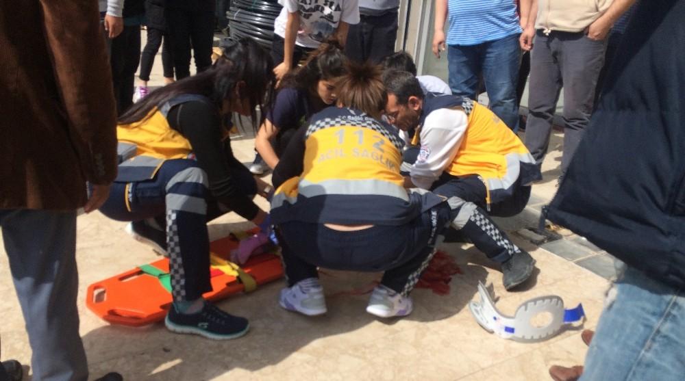 Antalya'da 6. kattan düşen çocuk ağır yaralandı
