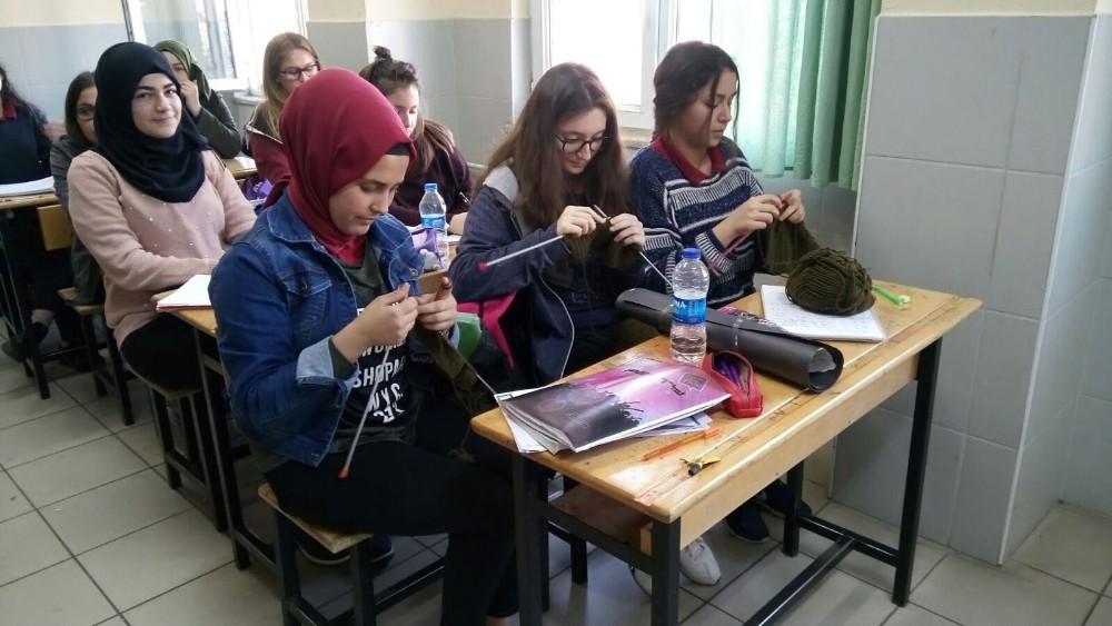 Antalya'daki öğrencilerin ilmeği Afrin'deki Mehmetçik'i ısıtacak