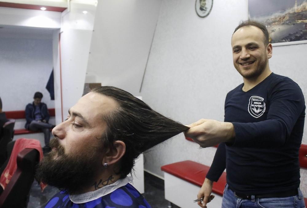 Antalyalı gazeteci, 10 yıldır uzattığı saçlarını lösemi tedavisi gören çocuklara bağışladı