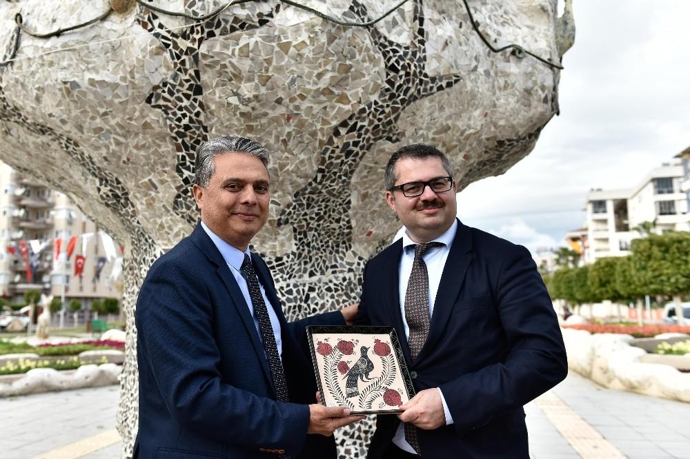 Azerbaycan Kültür Parkı'nı gezdiler