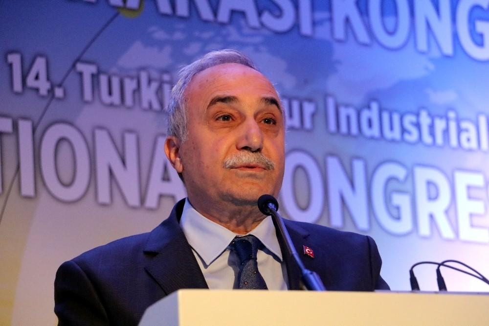 """Bakan Fakıbaba, """"Türkiye'de yılda 1,7 milyar ekmek israf ediliyor"""""""
