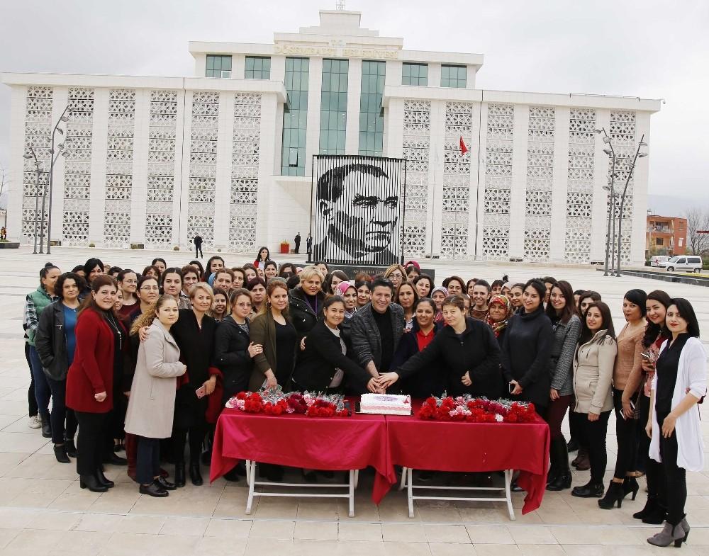 Başkan Genç'ten kadın personele jest
