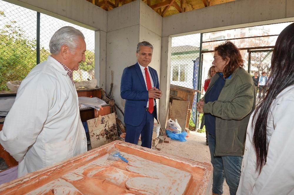 Başkan Uysal, heykel atölyesini ziyaret etti