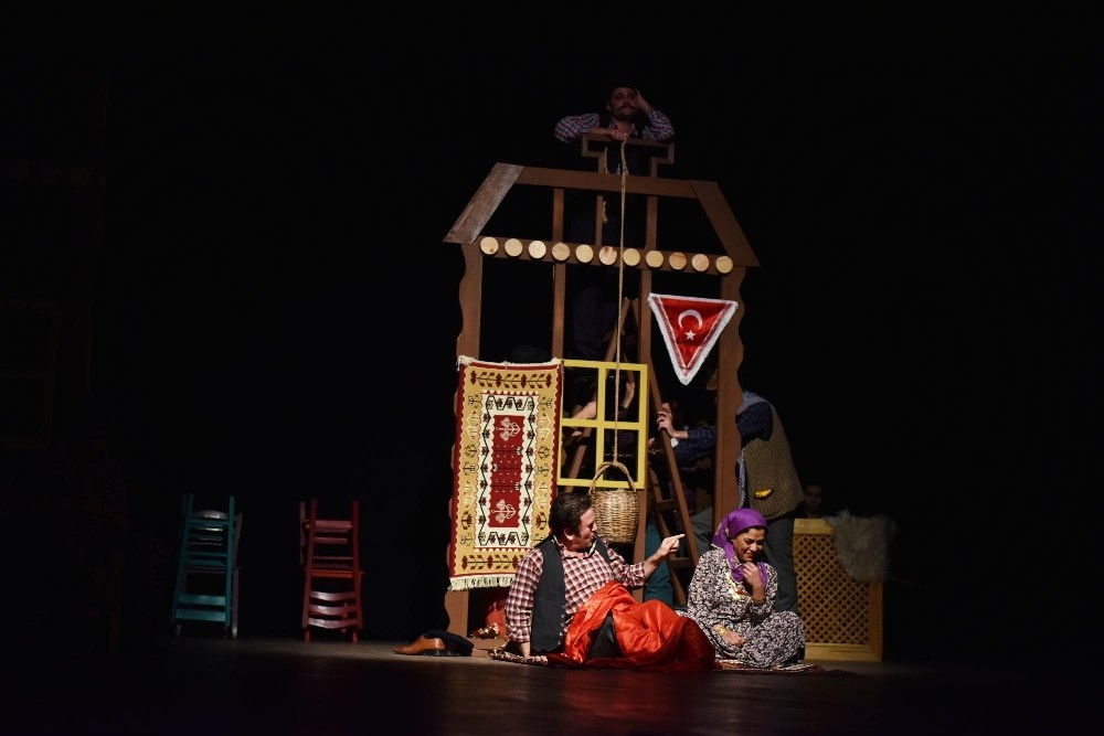 'Düğün Evi Oyun Evi' tiyatro severleri buluşturdu