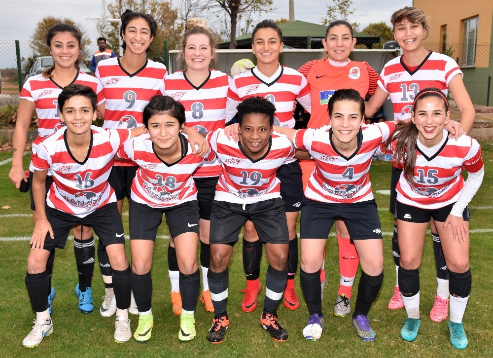 Kadın Futbol takımı, Ataşehir maçına hazır
