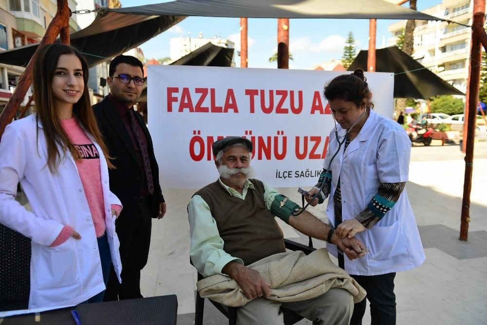 Kumluca'da sağlıkçılar fazla tuz tüketimine dikkat çekti