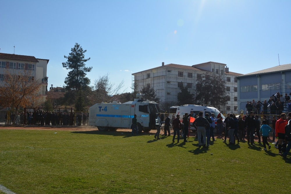 Maç sonu gerginliğe polis ve TOMA müdahalesi