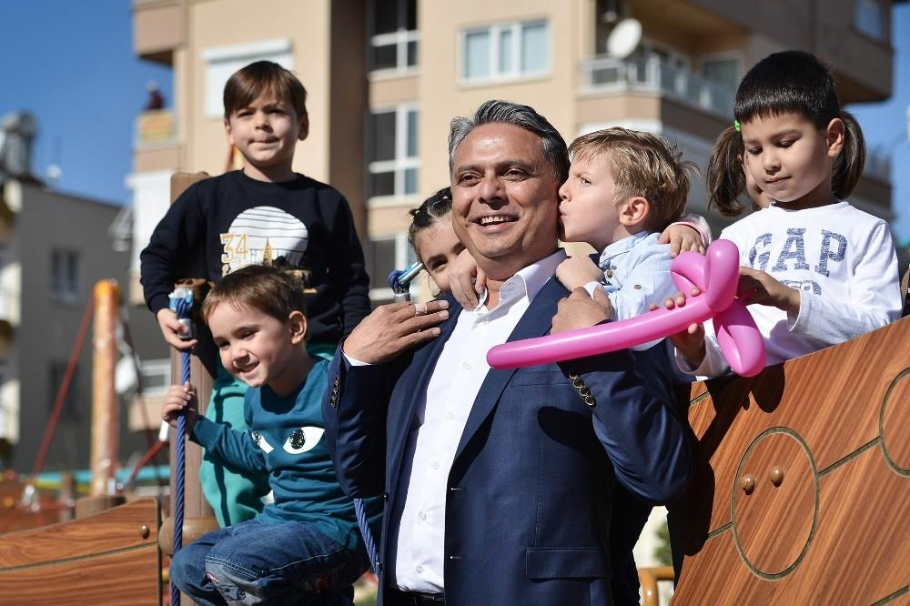 Muratpaşa Belediyesi kitaplaştırdığı çocuk hakları sözleşmesini dağıtacak