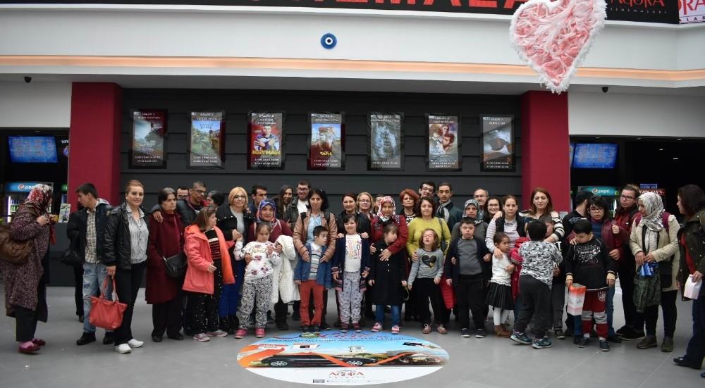 Muratpaşa Belediyesinin özel çocukları sinemada
