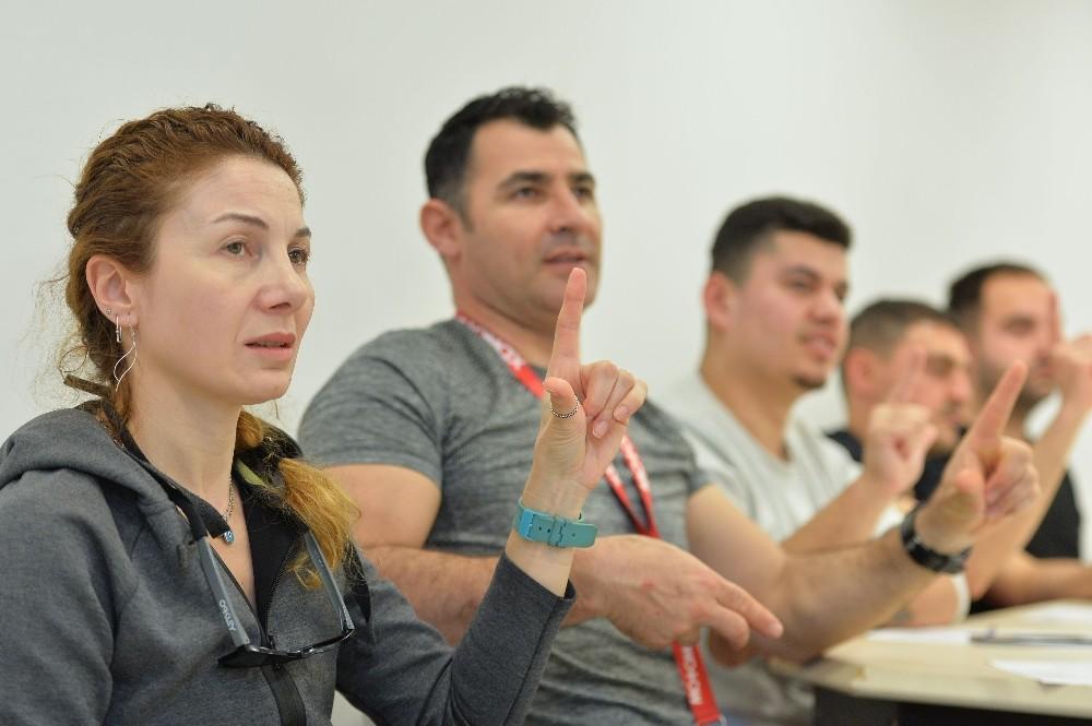 Muratpaşa personeline işaret dili eğitimi