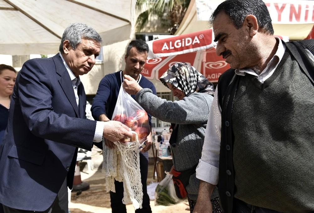 Muratpaşa'da pazar filesi dağıtımı devam ediyor