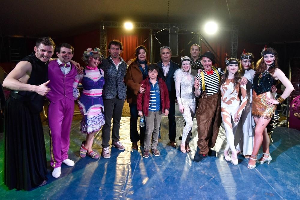 Muratpaşa'dan öğrencilere sirk hediyesi