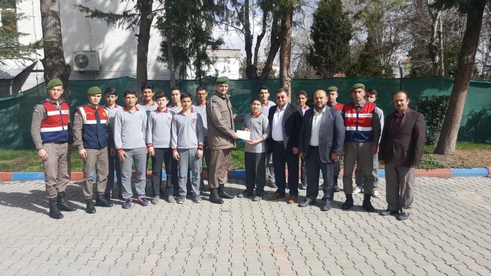 Öğrencilerden Mehmetçiğe destek