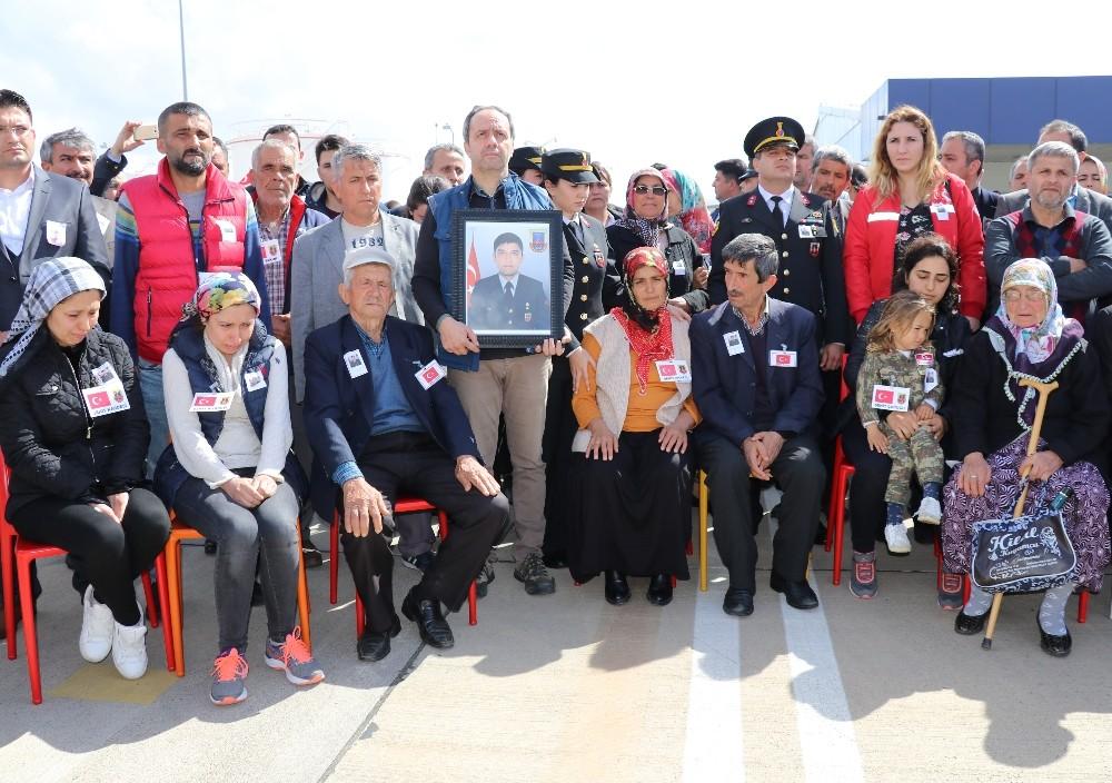 Şehit Fatih Uysal'ı binler havalimanında karşıladı