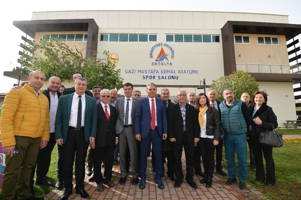 Spor Salonuna Atatürk adı verildi
