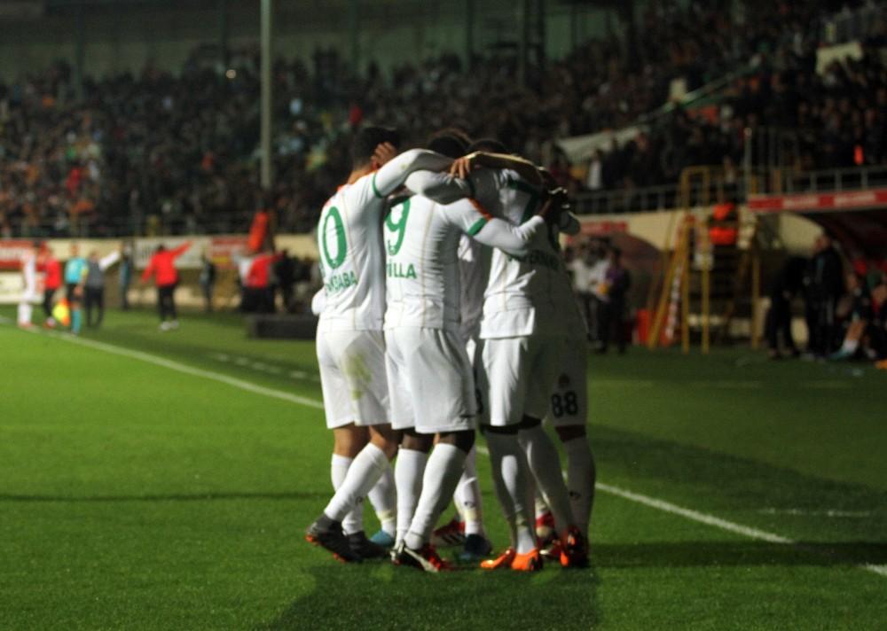 Spor Toto Süper Lig: Aytemiz Alanyaspor: 4 – Medipol Başakşehir: 1 (Maç sonucu)
