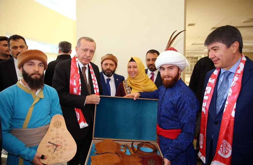 Türel, AK Parti Antalya 6. Olağan Kongresinde konuştu