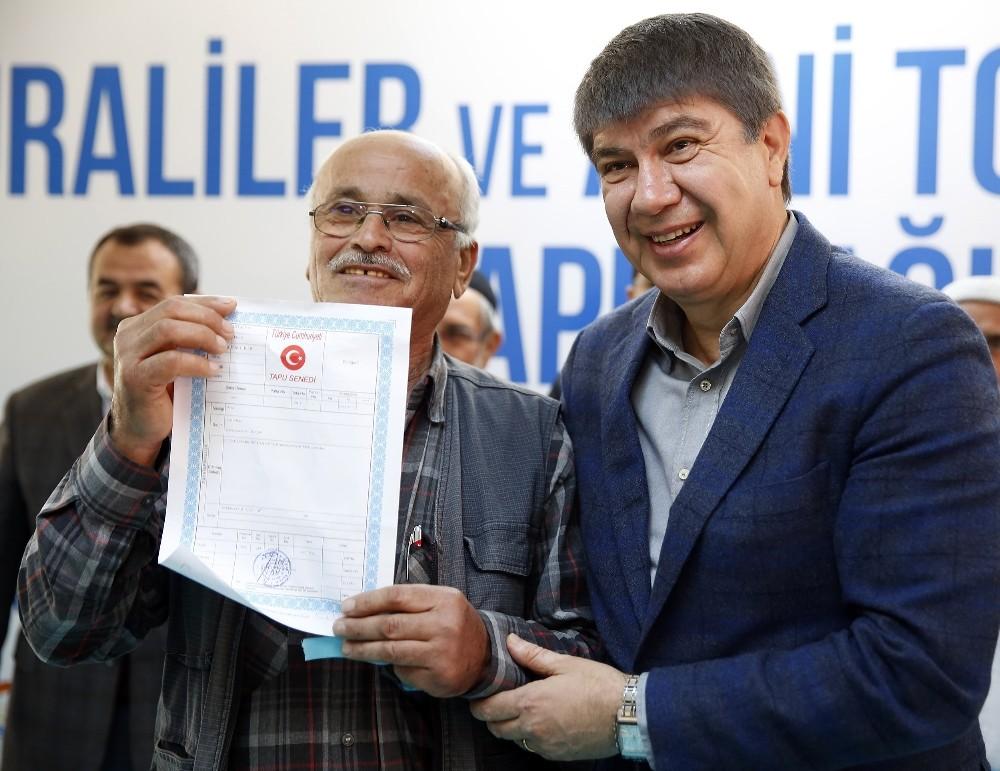 Türel, Duraliler ve Avni Tolunay'da 281 hak sahibine tapu dağıttı