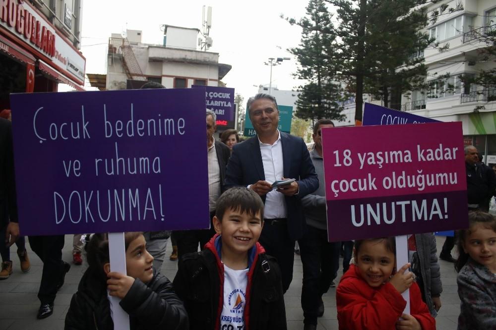 Uysal, çocuk hakları sözleşmesini dağıttı