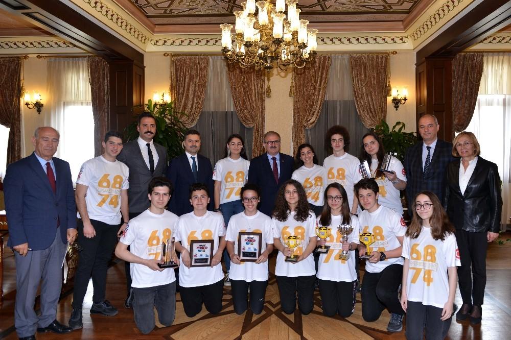 ABD'de düzenlenen robot yarışmasına Türk gençler damga vurdu