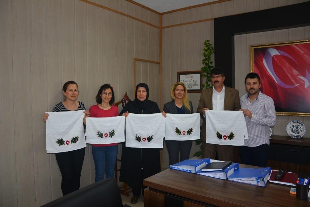 Afrin'deki Askerlere El Emeği Göz Nuru hediyeler
