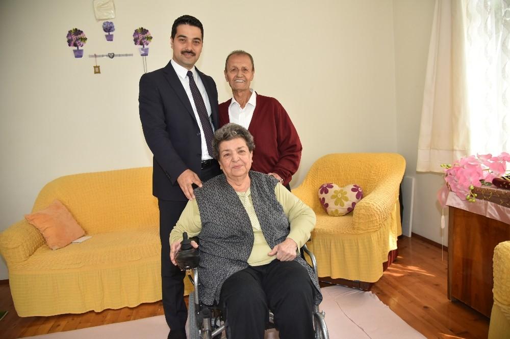 Alanya Belediyesi'nden engelli vatandaşa akülü araba