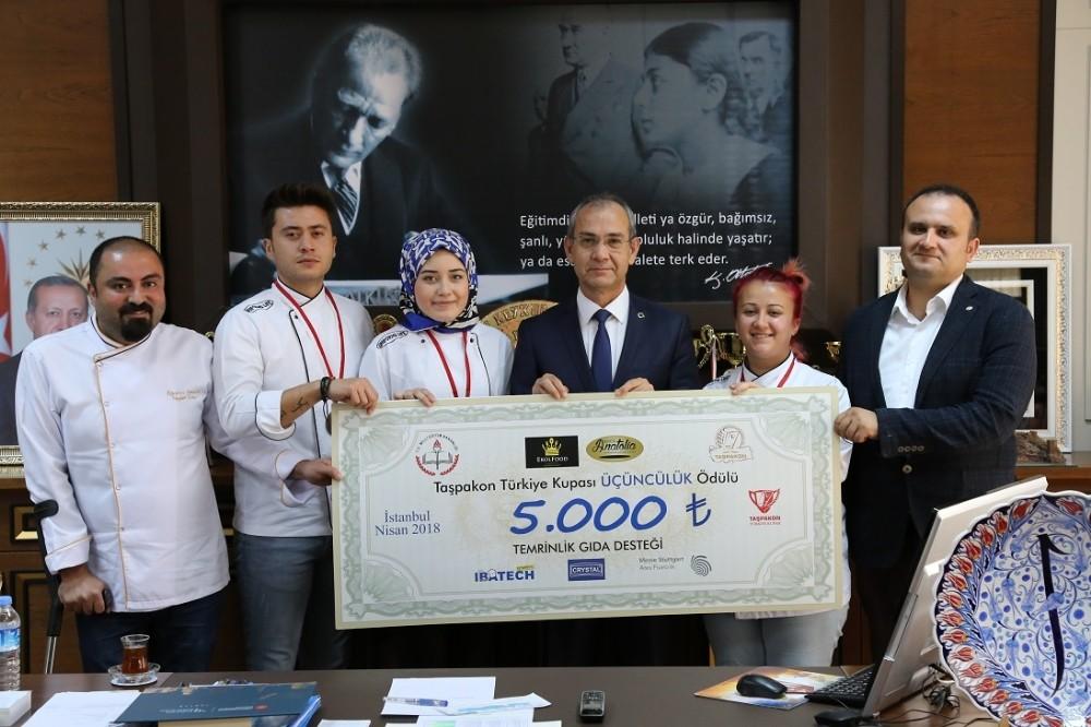 ALKÜ Aşçılık Takımı Türkiye üçüncüsü oldu