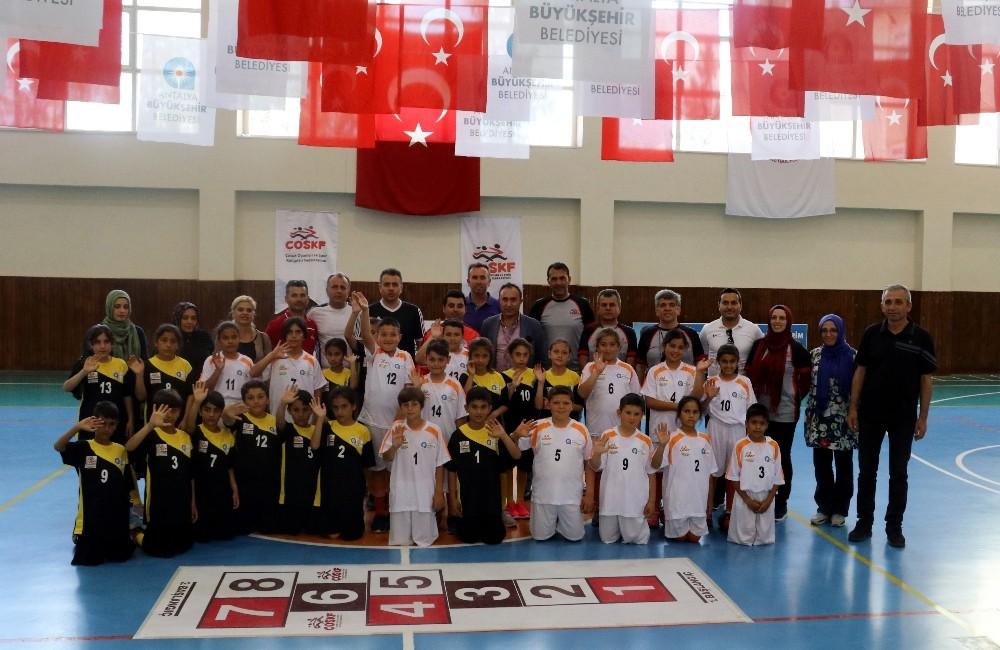 Antalya'da Geleneksel Çocuk Oyunları Ligi başladı