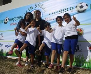 Antalya'da ilkokul öğrencileri hoşgörü için sahaya indi