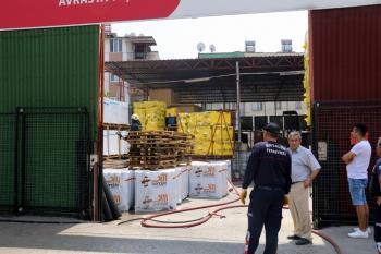Antalya'da izolasyon malzeme deposundaki yangın korkuttu