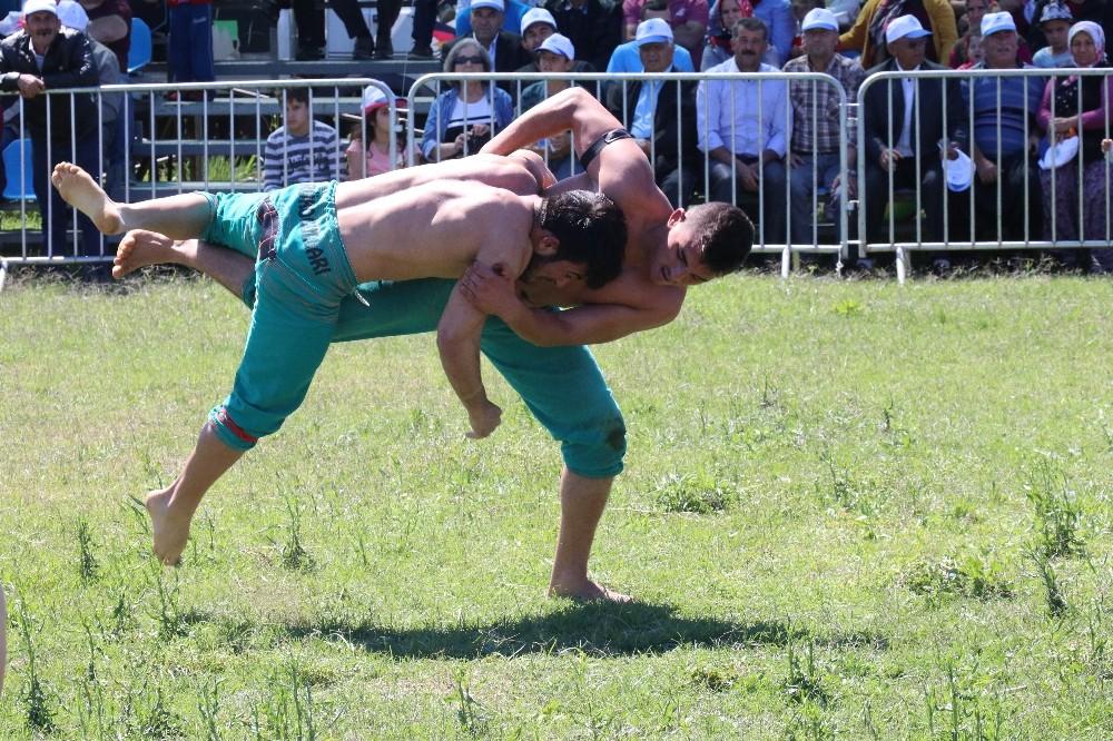 Antalya'da Karakucak Güreşleri sahile taşındı