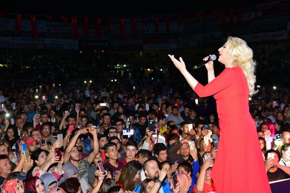 Antalya'da Muazzez Ersoy konseri