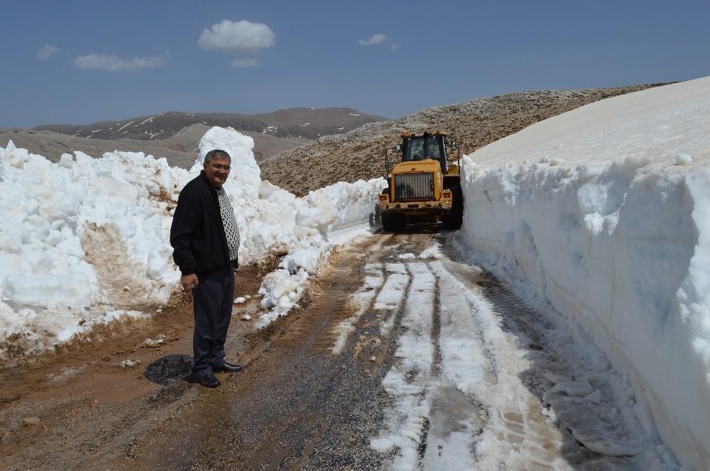 Antalya'da Nisan ayında 5 metrelik karla mücadele