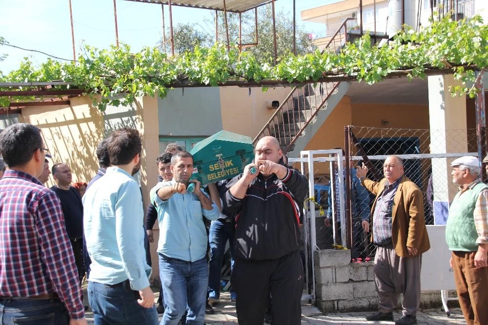 Antalya'da yaşlı çift evlerinde ölü bulundu