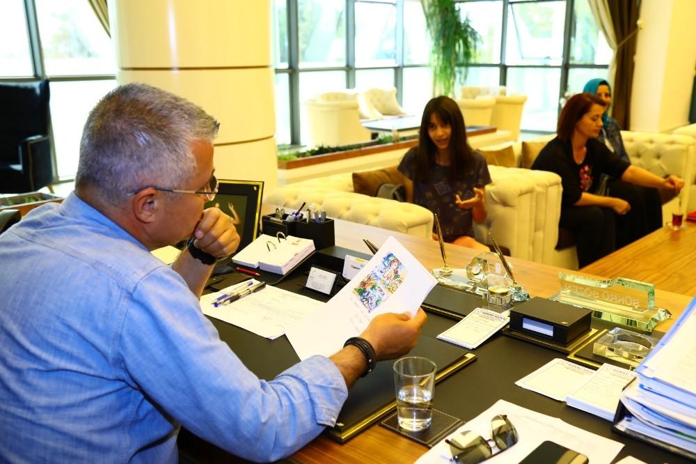 Başkan Sözen'den geleceğin ressamı Ebru'ya altın