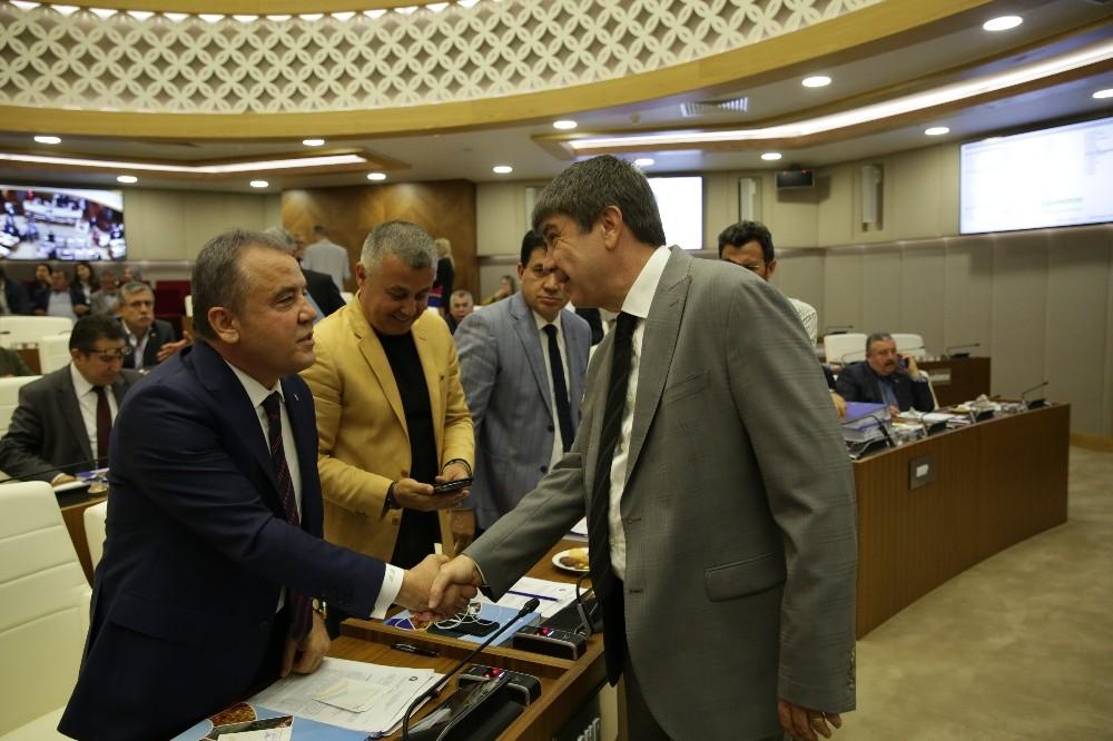 Büyükşehir Meclisinde Konyaaltı Sahili'nin ihalesi tartışıldı