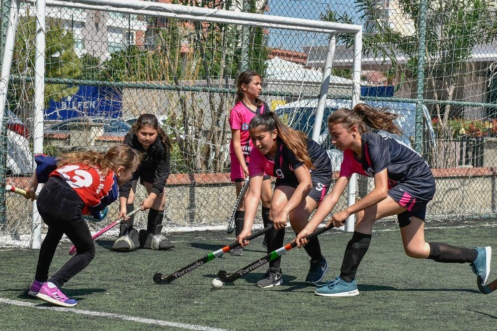 Çim hokeyi şampiyonası Muratpaşa'da yapıldı