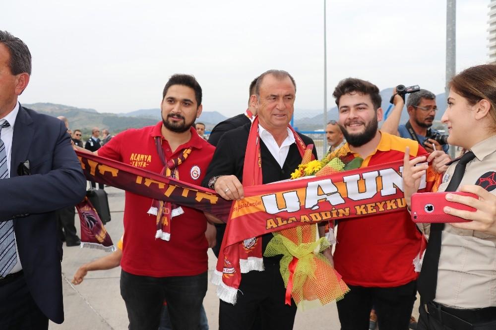 Galatasaray, Alanya'da şampiyon gibi karşılandı