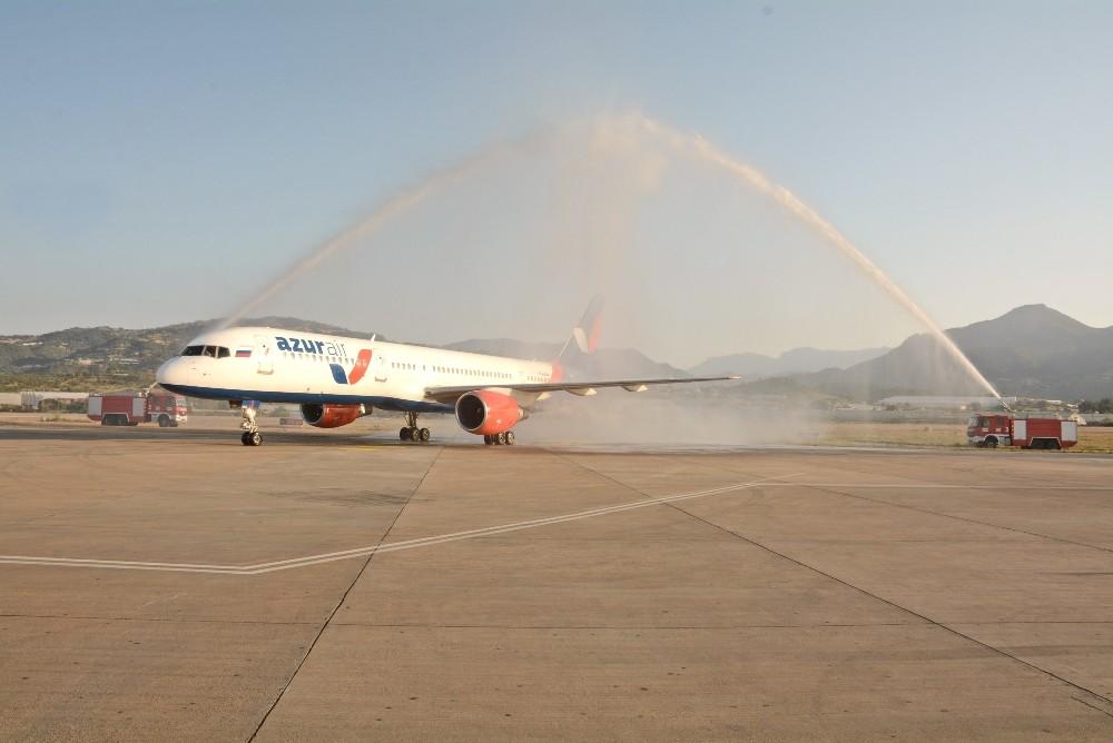 Gazipaşa Havalimanı ilk Boeing B757'yi karşıladı