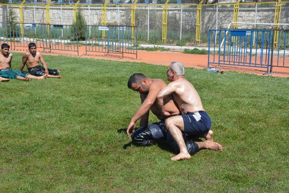 Güreşçiler Demre'ye hazırlanıyor