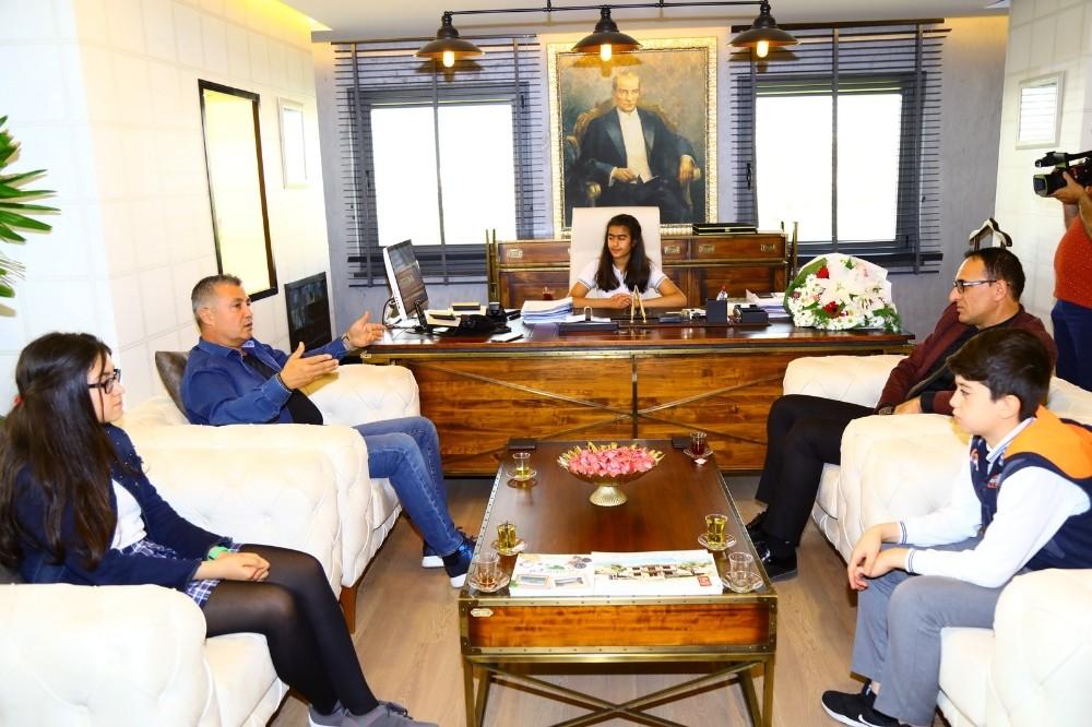 Hatice İlayda Okçu Manavgat Belediye Başkanı oldu
