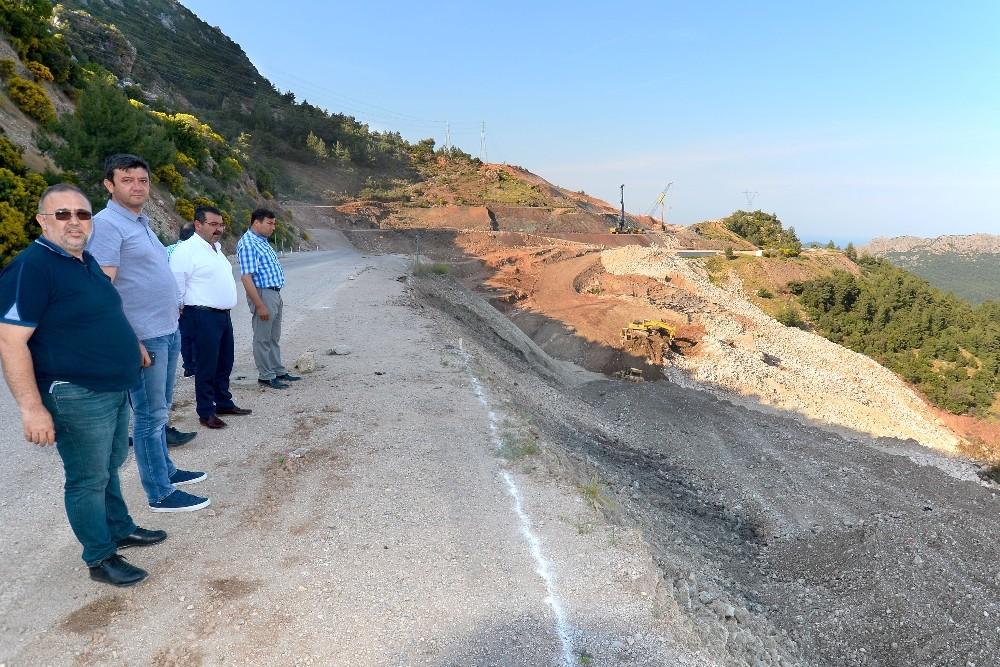 Heyelan sebebiyle çöken Kumluca – Antalya karayolu bayrama yetişecek