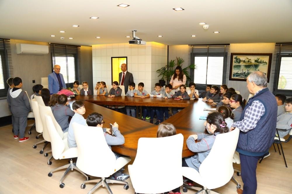 ilkokul öğrencilerine yerel yönetimler dersi