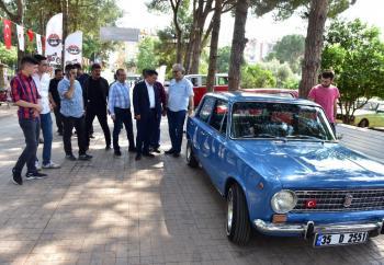 Klasik otomobiller Dokuma'da buluştu