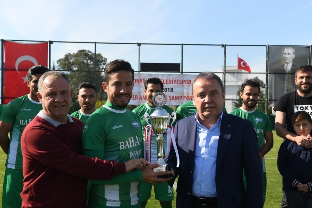 Konyaaltı Belediyespor şampiyon oldu