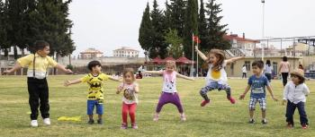Kreş öğrencileri baharın gelişini uçurtma şenliğiyle kutladılar