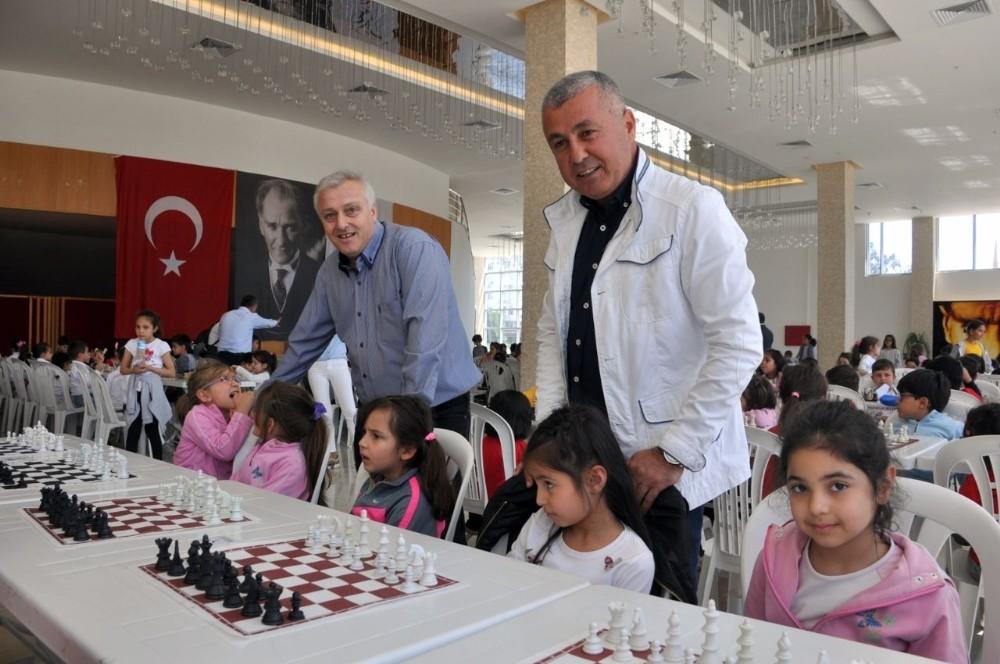 Manavgat Belediyesi'nden 23 Nisan Satranç Turnuvası