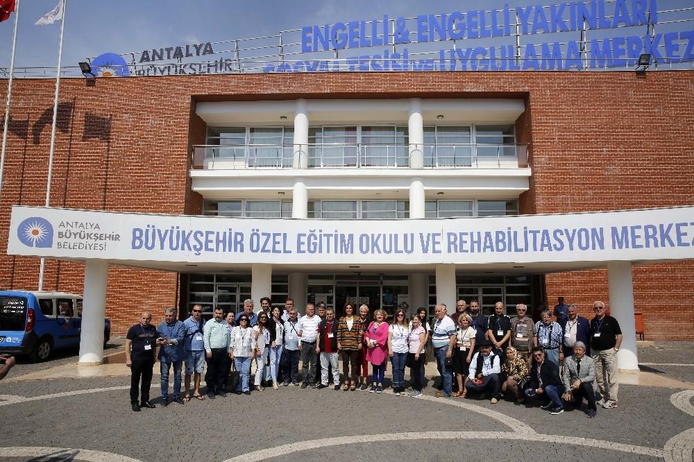 Misafir gazeteciler Özel Eğitim Okulu ve Engelli Rehabilitasyon Merkezinde
