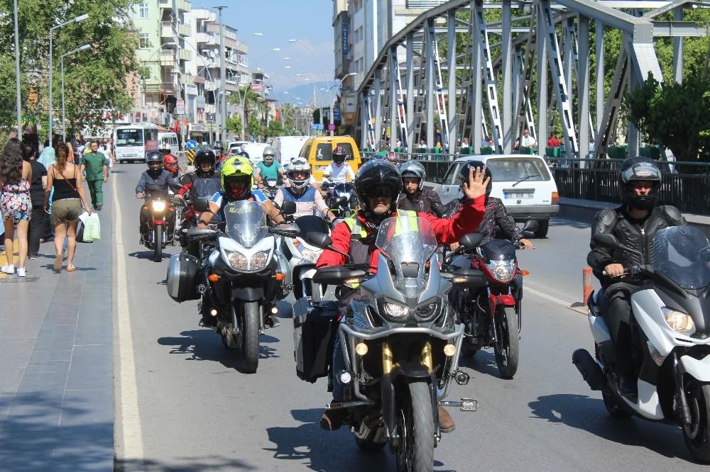 Motosikletçilerden 'kask' konvoyu