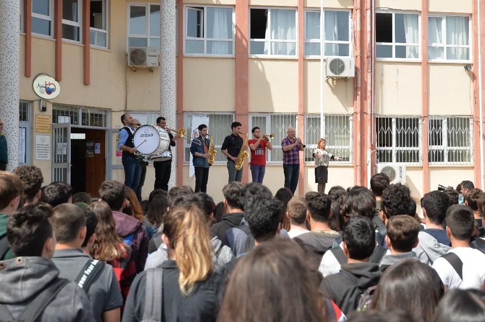 Muratpaşa Gençlik Orkestrası okullarda